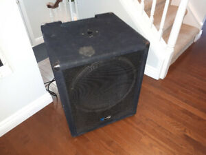 "Dirt Cheap 18"" Powered Subwoofer  -Yorkville"