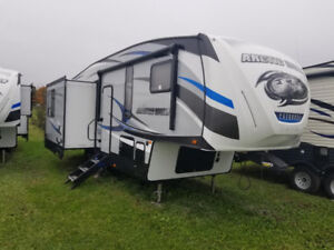 2018 ARCTIC WOLF 285DRL4 Loaded 1/2 Towable SHOW SPECIAL PRICE!