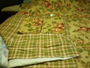 queen size reversible comforter London Ontario image 2
