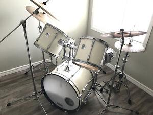 Yamaha White Granite Power V Special Drum Set w/ Sabian Cymbals