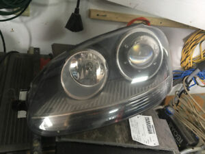 Driver's Side  Projection Headlight for a 2009 VW Rabbit