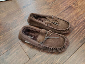 WindRiver Suede Moccasin Slippers, Size 10, New