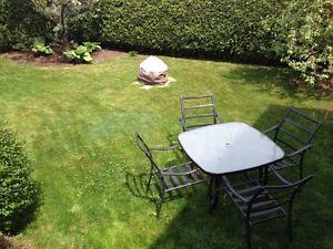 Ensemble chaises et table de patio