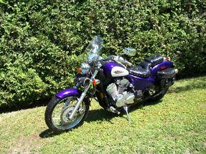 Honda Shadow vlx 600  14500 km ,,2500$,,514 571 6904