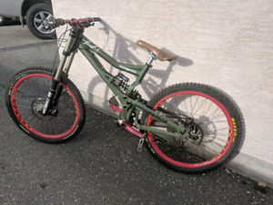Mongoose bootr Downhill bike