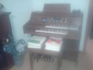 Lowrey Carnival Organ