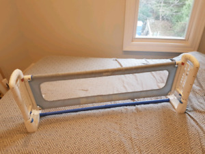 Baby gate for bed