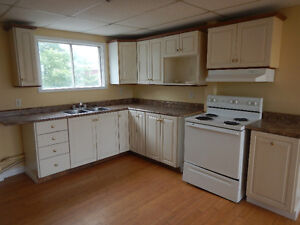 Bright Upper Level 2 Bedroom apt by ST CLARES HOSPITAL avail NOW