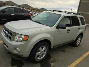 Selling 2009 Ford escape XLT AWD V6
