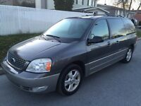 2005 Ford Freestar SEL...TV DVD, portes glissantes electriques