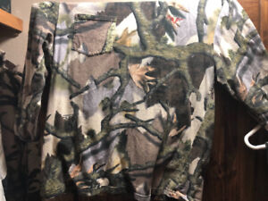 Hunting camo sets (cleaning out some hunting outfits I don't use