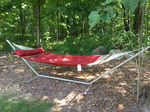 Double hammock with chain for tree and metal stand