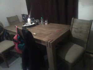 Price drop !!! Beautiful table and chairs