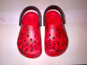 Yes wow CROCS Pirates Caribbean Classic Clog Shoes Size M3 / W5