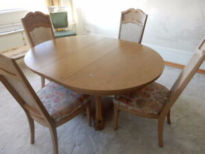 Round Oval Dining Room Table With 4 Chairs