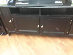 *** USED *** ASHLEY CARLYLE LARGE TV STAND   S/N:51161317   #STORE540