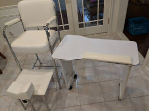 A manicure table and basic pedicure chair in excellent condition