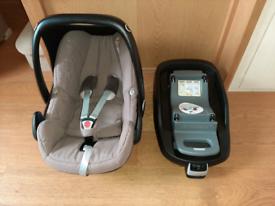 Maxi Cosi Pebble car seat & ISO fix base.