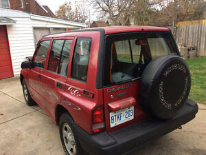 1998 Chevrolet 4 x 4 Tracker 1.6 runs great cheap on fuel