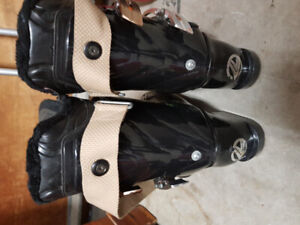 Skis 146cm boots ladies 7 and poles 200$ like new