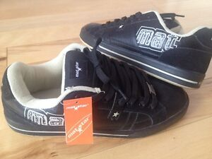 sport shoes mat star size ( 46 ) is like 44