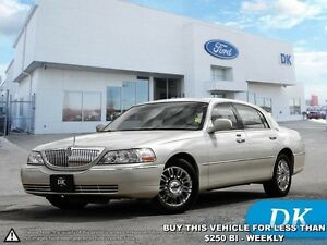 2006 Lincoln Town Car w/Leather Heated Seats!