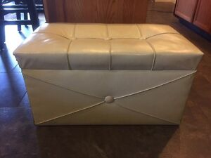 Vintage Storage Bench.  Ivory.  $40.00 Kitchener / Waterloo Kitchener Area image 1