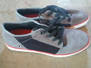New Volcom sneakers size 9