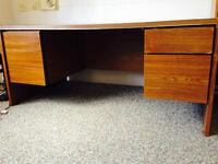 Moving Sale : Huge desk and Lamp