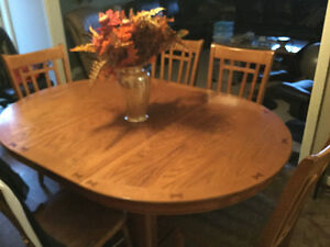 Oak Table / 4 chairs