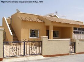 Costa Blanca, Spain. 2 bedroom semi-detached villa, sleeps 4 persons, a/c and English TV (SM103)