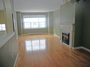 Three-Bedroom Townhouse with Garage in Portland Estates