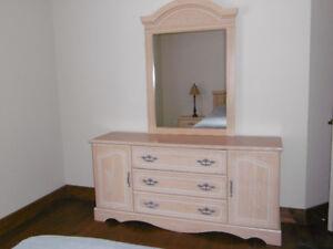 Set chambre achetez ou vendez des meubles dans grand montr al petites annonces de kijiji - Mobilier de bureau laval ...