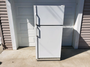White GE 18 cubic foot Fridge $145 Can deliver