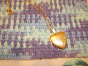 14K GOLD-PLATED HEART LOCKET Kingston Kingston Area image 2
