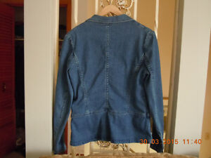 Women's jean jacket size M Kitchener / Waterloo Kitchener Area image 2