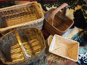 Lot of 4 wicker baskets