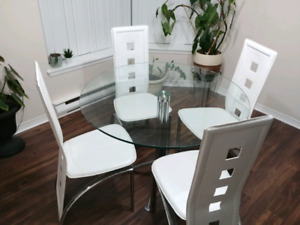 """40"""" Round Glass Dining Table with 4 chairs"""