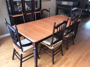 Table Salle à manger et vaisselier