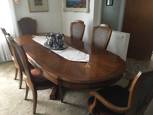 Linton Dining Set - Dining table, Sideboard and Hutch