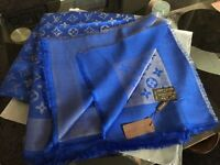 Louis Vuitton scarf 140x140cm with gold tread