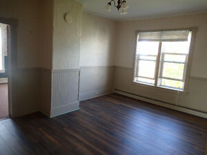 Spacious 4 bedroom flat  on second floor