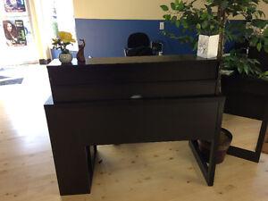 2 piece wrap around desk Comox / Courtenay / Cumberland Comox Valley Area image 1
