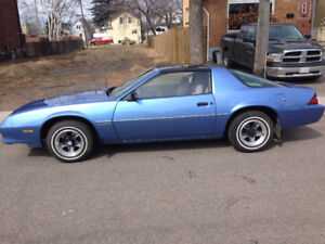 1984 Chevrolet Camaro T-tops low kms 305 engine auto great shape
