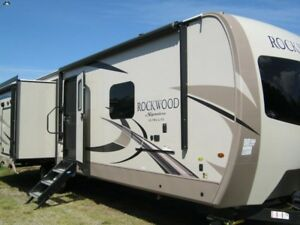 2019 Forest River Rockwood Signature Ultra Lite 8332BS