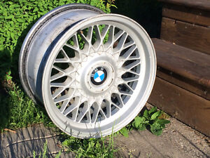 "4Mags BMW 16"" (Bolt pattern 5X120) 9"" de largeur"