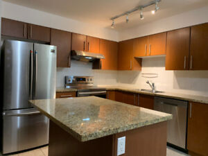3 Bedrooms Condo in Highrise in Brentwood Area North Burnaby