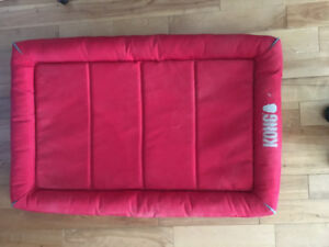 Large Kong Dog Crate and Fitted Mat - excellent condition!