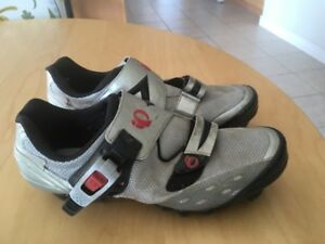 Pearl Izumi Women's clipless bike shoes size 8