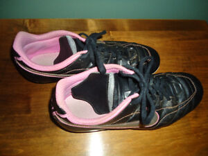 Size 7 Ladies Nike soccer cleats